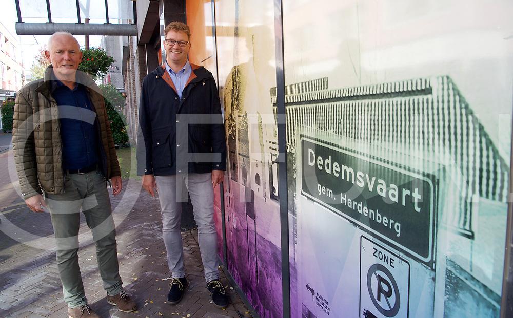 DEDEMSVAART - Leegstand.<br /> Afgeplakte ramen behoren tot het verleden, nu zijn er stickers op geplakt.<br /> Foto: Joel heet de namen, geen tijd door het interview.<br /> FFU PRESS AGENCY COPYRIGHT FRANK UIJLENBROEK
