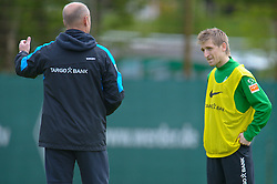 11.05.2010, Platz 5, Bremen, GER, 1.FBL, Werder Bremen Training, im Bild Thomas Schaaf ( Werder  - Trainer  COACH)und Marko Marin ( Werder   #10 )    EXPA Pictures © 2010, PhotoCredit: EXPA/ nph/  Kokenge / SPORTIDA PHOTO AGENCY