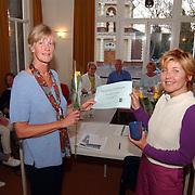 Uitreiking certificaat aan 100ste vrijwilliger Humanitas 't Gooi