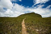 Alto Paraiso de Goias_GO, Brasil...Trilha no Parque Nacional da Chapada dos Veadeiros...The trail  in the Parque Nacional da Chapada dos Veadeiros...Foto: JOAO MARCOS ROSA / NITRO..