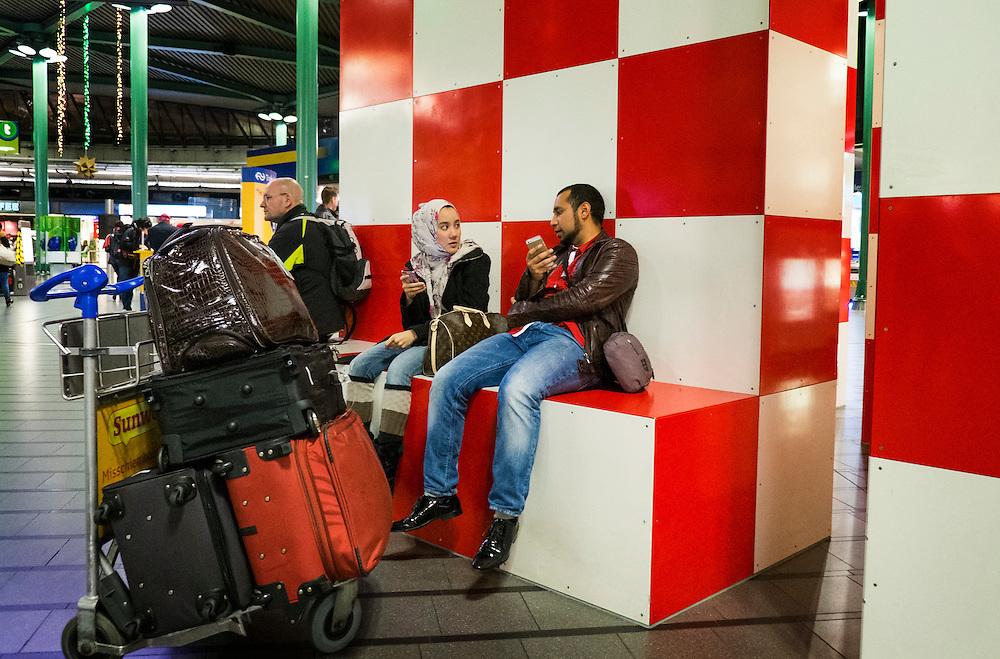 Nederland, Schiphol, 2 jan 2014<br /> Meetingpoint in de hal van luchthaven Schiphol<br /> Foto: Michiel Wijnbergh