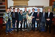 Presentatie van de KWF campagne Sta op tegen kanker in het Trippenhuis van de KNAW, Amsterdam. KWF Kankerbestrijding brengt voor het 4e jaar het van origine Amerikaanse concept 'Stand Up To Cancer' naar Nederland.Tegelijkertijd geeft  KWF Kankerbestrijding een voorproefje van de televisie-show 'Sta op tegen kanker'.<br /> <br /> Op de foto:  v.l.n.r. Handsome Poets , Frits Sissing , Kim-Lian van der Meij , Ruud de Jong met partner (patiënt) , Henkjan Smits , rof. dr. Clevers (president KNAW, Hubrecht Instituut) en Hans Bos (professor Molecular Cancer Research, UMC Utrecht) en Michel Rudolphie, directeur KWF Kankerbestrijding