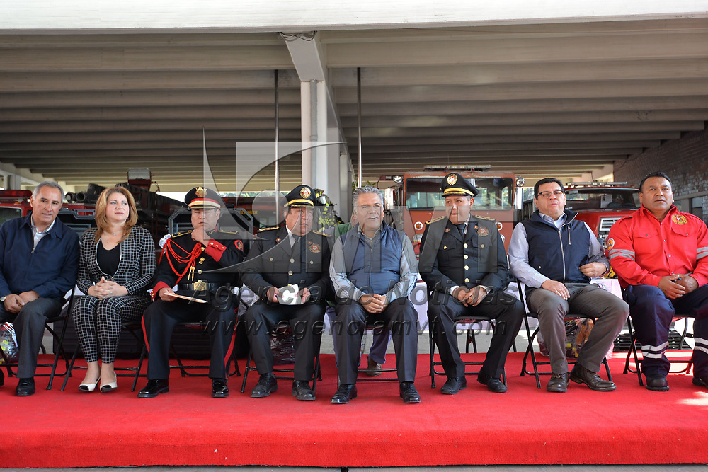 TOLUCA, México.- (Febrero 21, 2018).- Fernando Zamora Morales, presidente municipal de Toluca, realizó la entrega de cien equipos completos de protección personal a la Coordinación Municipal de Protección Civil y Bomberos de Toluca. Agencia MVT / Crisanta Espinosa.