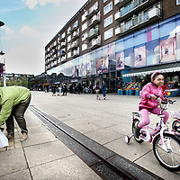Nederland, Amsterdam , 23 mei 2013.<br /> Het Lambertus Zijlplein in Nieuw West waar regelmatig roofovervallen plaats vinden.<br /> Drie mannen hebben  een overval gepleegd op de Vomar aan het Lambertus Zijlplein in Geuzenveld.<br /> Foto:Jean-Pierre Jans