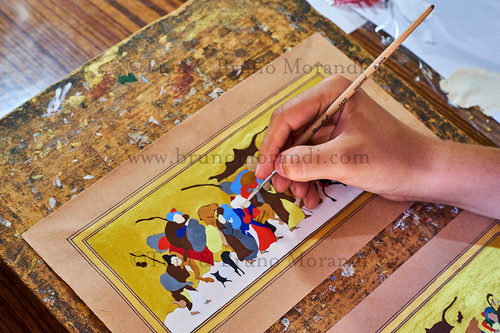 Ouzbekistan, Boukhara, patrimoine mondial de l Unesco, artisan peintre miniaturiste // Uzbekistan, Bukhara, Unesco world heritage, artist painter