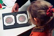 Nederland, Nijmegen, 15-02-2008Leerling van de basisschool bij de GGD. Afnemen van een ogentest voor kleurenblindheid.Foto: Flip Franssen