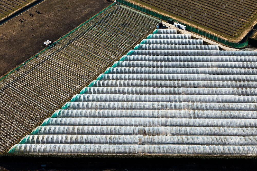 Nederland, Gelderland, Gemeente Maasdriel, 07-03-2010. Bommelerwaard,  tunnels voor de landbouw.luchtfoto (toeslag), aerial photo (additional fee required).foto/photo Siebe Swart
