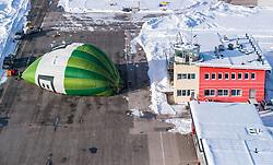 05.02.2018, Zell am See - Kaprun, AUT, BalloonAlps, im Bild ein Heissluftballon wird auf seine Fahrt am Flugplatz vorbereitet // a hot air balloon prepared at the airfield during the International Balloonalps Alps Crossing Event, Zell am See Kaprun, Austria on 2018/02/05. EXPA Pictures © 2018, PhotoCredit: EXPA/ JFK