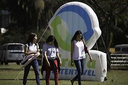 August 26, 2017 - Garotas passeiam em gramado do Parque do Ibirapuera na manhã deste sábado (26). Programação da Virada Sustentável oferece diversos eventos no local. (Credit Image: © Bruno Rocha/Fotoarena via ZUMA Press)