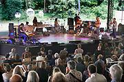 Nederland, Nijmegen, 9-6-2019 MusicMeeting . Global Improvisers Orchestra .Festivalterrein in park Brakkenstein. Traditioneel met pinksteren. Optredens van acts, bands, artiesten uit de wereld muziek, worldmusic . Publiek . Foto: Flip Franssen