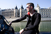 Paris, France. 1er Mai 2009..Brigade Fluviale de Paris..10h00 En entrainement de natation (pendant une heure environ)...Paris, France. May 1st 2009..Paris fluvial squad..10:00 am Swimming training (about an hour)..