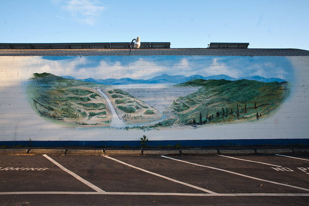A mural of Oroville damn and it's spillway, Oroville, CA. At lake Oroville a mural of the Oroville dam, the tallest in the US, represents the reclamation ideal. High quality water, reserved during the winter and delivered upon request to farmers and cities in the arid West.