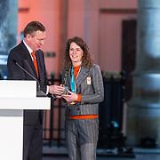 NLD/Den Haag/20180323 - Huldiging Olympische en Paralympische medaillewinnaars, Bruno Bruins, minister voor medische zorg en sport reikt de onderscheidingen uit aan Ireen Wust