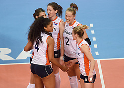 04-01-2016 TUR: European Olympic Qualification Tournament Nederland - Duitsland, Ankara <br /> De Nederlandse volleybalvrouwen hebben de eerste wedstrijd van het olympisch kwalificatietoernooi in Ankara niet kunnen winnen. Duitsland was met 3-2 te sterk (28-26, 22-25, 22-25, 25-20, 11-15) / Celeste Plak #4, Lonneke Sloetjes #10, Femke Stoltenborg #2, Maret Balkestein-Grothues #6