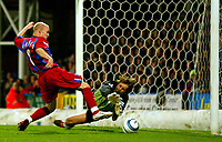 Fotball<br /> Premier League England 2004/2005<br /> Foto: BPI/Digitalsport<br /> NORWAY ONLY<br /> <br /> Crystal Palace v Fulham<br /> <br /> FA Barclays Premiership. 04/10/2004.<br /> <br /> A jaded Edwin Van Der Sar after taking a kick to the face from Andy Johnson