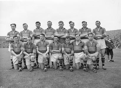 Neg No: 285/4014-4020...23081953AISFCSF.23.08.1953, 08.23.1953, 23rd August 1953..All Ireland Senior Football Championship - Semi-Final...Kerry.3-6.Louth.0-10.Kerry. ...J. Foley, J. Murphy (Captain), E. Roche, D. Murphy, C. Kennelly, J. Cronin, J. M. Palmer, Seá.Sub: G. O'Sullivan for Hannifin.J. Murphy (Captain). ........