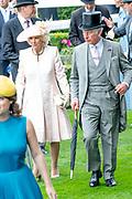 Koning Willem-Alexander en koningin Máxima hebben dinsdag in de koets met koningin Elizabeth en haar zoon prins Andrew deelgenomen aan de 'koninklijke optocht' op de racebaan van Ascot.<br /> <br /> King Willem-Alexander and Queen Máxima took part in the carriage with Queen Elizabeth and her son Prince Andrew on Tuesday in the 'royal parade' on the Ascot race track.<br /> <br /> Op de foto / On the photo: Prins Charles / Prince Charles en Camilla Parker Bowles