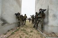 """03 APR 2012, LEHNIN/GERMANY:<br /> Kampfschwimmer der Bundeswehr trainieren """"an Land"""" infanteristische Kampf, hier Haeuserkampf- und Geiselbefreiungsszenarien auf einem Truppenuebungsplatz<br /> IMAGE: 20120403-01-116<br /> KEYWORDS: Marine, Bundesmarine, Soldat, Soldaten, Armee, Streitkraefte, Spezialkraefte, Spezialkräfte, Kommandoeinsatz, Übung, Uebung, Training, Spezialisierten Einsatzkraeften Marine, Waffentaucher"""
