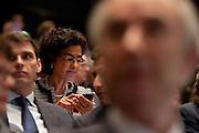 Kamerlid Kathleen Ferrier stuurt een SMS tijdens het congres, op de voorgrond zit minister Gerd Leers. In Utrecht houdt het CDA haar partijcongres. Het congres staat voor een groot deel in het teken van de uitzetting van Mauro.<br /> <br /> Kathleen Ferrier is sending a text message at the congress in Utrecht, while minister Gerd Leers is sitting in front. Ferrier is against the decision the minister has made.