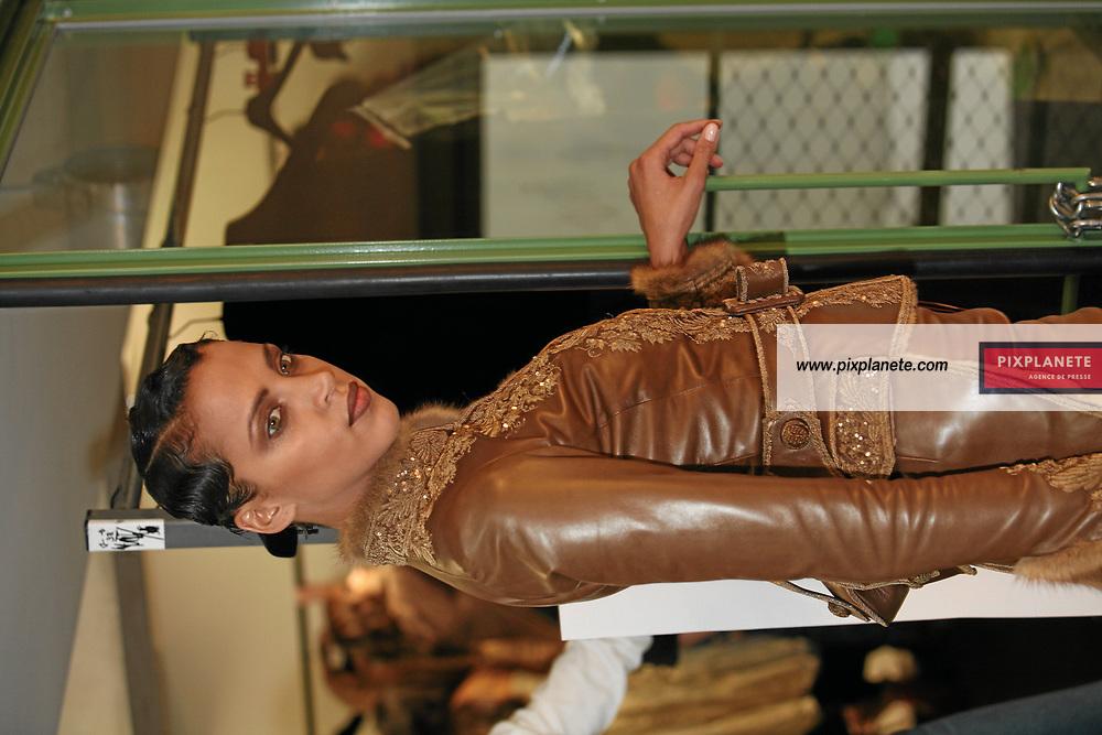 Naomie Lenoir - Backstage Jean Paul Gaultier - Le 4/7/2007 - JSB / PixPlanete
