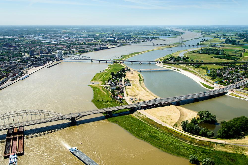 Nederland, Gelderland, Nijmegen, 09-06-2016; verlengde Waalbrug kruist de de nieuw aangelegde nevengeul van de rivier de Waal, ontstaan door de dijkverlegging bij Lent. Onderdeel van het project Ruimte voor de River (Ruimte voor de Waal). Op de landtong het stadseiland Veur-Lent, links de binnenstad van Nijmegen.<br /> The finished dike relocation of Lent (project Ruimte voor de Rivier: Room for the River) with the resulting flood trench. Entrance to the secondary channel with the threshold. In the background the city of Nijmegen.<br /> luchtfoto (toeslag op standard tarieven);<br /> aerial photo (additional fee required);<br /> copyright foto/photo Siebe Swart