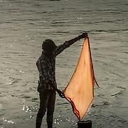 2016 10 14 Rishikesh Uttarakhand Indien<br /> Man som tvättar vid Ganges vid Ram Jhula<br /> <br /> ----<br /> FOTO : JOACHIM NYWALL KOD 0708840825_1<br /> COPYRIGHT JOACHIM NYWALL<br /> <br /> ***BETALBILD***<br /> Redovisas till <br /> NYWALL MEDIA AB<br /> Strandgatan 30<br /> 461 31 Trollhättan<br /> Prislista enl BLF , om inget annat avtalas.