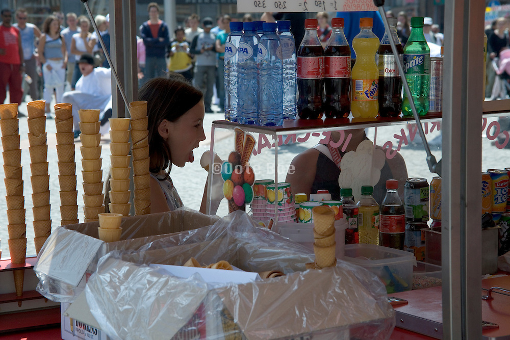 concession stand with child eating ice cream, Amsterdam, De Dam, Holland