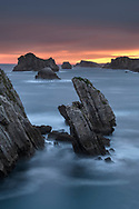 Dawn over rocky islands and rocky peaks on the Cantabrian cliffs, Cantabria, Spain<br /> <br /> Morgendämmerung über Felsinseln und Felszacken an der kantabrischen Steilküste