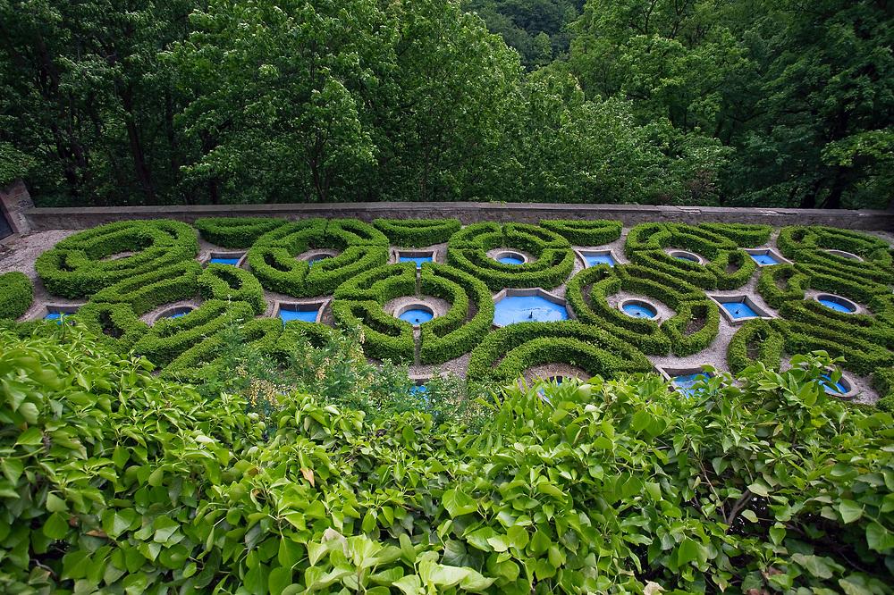Ogród przy zamku Książ, Polska<br /> Garden at Książ Castle, Poland