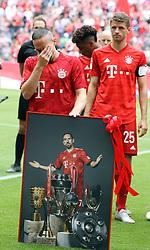 18.05.2019, Allianz Arena, Muenchen, GER, 1. FBL, FC Bayern Muenchen vs Eintracht Frankfurt, 34. Runde, Meisterfeier nach Spielende, im Bild Franck Ribery weint bei seiner Verabschiebund, dahinter Thomas Müller // during the celebration after winning the championship of German Bundesliga season 2018/2019. Allianz Arena in Munich, Germany on 2019/05/18. EXPA Pictures © 2019, PhotoCredit: EXPA/ SM<br /> <br /> *****ATTENTION - OUT of GER*****