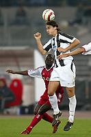 Fotball<br /> Champions League 2004/05<br /> Juventus v Bayern München<br /> 19. oktober 2004<br /> Foto: Digitalsport<br /> NORWAY ONLY<br /> ZLATAN IBRAHIMOVIC (JUV) / SAMUEL KUFFOUR (BAY)