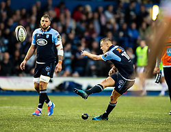 Jarrod Evans od Cardiff Blues kicks a penalty<br /> <br /> Photographer Simon King/Replay Images<br /> <br /> Guinness PRO14 Round 2 - Cardiff Blues v Edinburgh - Saturday 5th October 2019 -Cardiff Arms Park - Cardiff<br /> <br /> World Copyright © Replay Images . All rights reserved. info@replayimages.co.uk - http://replayimages.co.uk