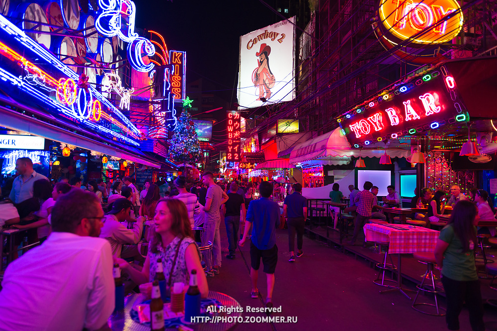 Sukhumvit road, the Bangkok entertainment district with best night clubs, bars and shows