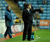 Photo: Ed Godden.<br />Coventry City v Sheffield Wednesday. Coca Cola Championship. 18/11/2006. Sheffield Wednesday Manager Brian Laws gives out the orders.