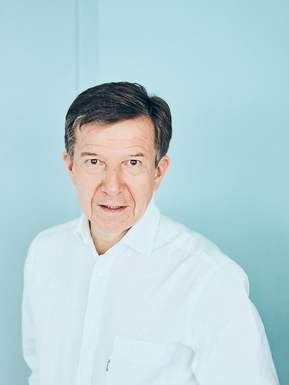 Gilles Pelisson, TF1's CEO, posing in his office. Boulogne-Billancourt, France. April 2, 2019.<br /> Gilles Pelisson, PDG de TF1, prenant la pose dans son bureau. Boulogne-Billancourt, France. 2 avril 2019.