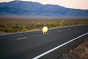 Damjan Zubovnik in de Eivie 4.2. In Battle Mountain (Nevada) wordt ieder jaar de World Human Powered Speed Challenge gehouden. Tijdens deze wedstrijd wordt geprobeerd zo hard mogelijk te fietsen op pure menskracht. Ze halen snelheden tot 133 km/h. De deelnemers bestaan zowel uit teams van universiteiten als uit hobbyisten. Met de gestroomlijnde fietsen willen ze laten zien wat mogelijk is met menskracht. De speciale ligfietsen kunnen gezien worden als de Formule 1 van het fietsen. De kennis die wordt opgedaan wordt ook gebruikt om duurzaam vervoer verder te ontwikkelen.<br /> <br /> In Battle Mountain (Nevada) each year the World Human Powered Speed Challenge is held. During this race they try to ride on pure manpower as hard as possible. Speeds up to 133 km/h are reached. The participants consist of both teams from universities and from hobbyists. With the sleek bikes they want to show what is possible with human power. The special recumbent bicycles can be seen as the Formula 1 of the bicycle. The knowledge gained is also used to develop sustainable transport.