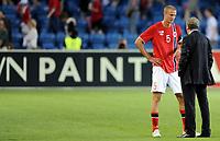 Fotball<br /> Norge<br /> 26.05.2012<br /> Norge v England 0:1<br /> Foto: Morten Olsen, Digitalsport<br /> <br /> Roy Hodgson - trener England og Brede Hangeland - Norge