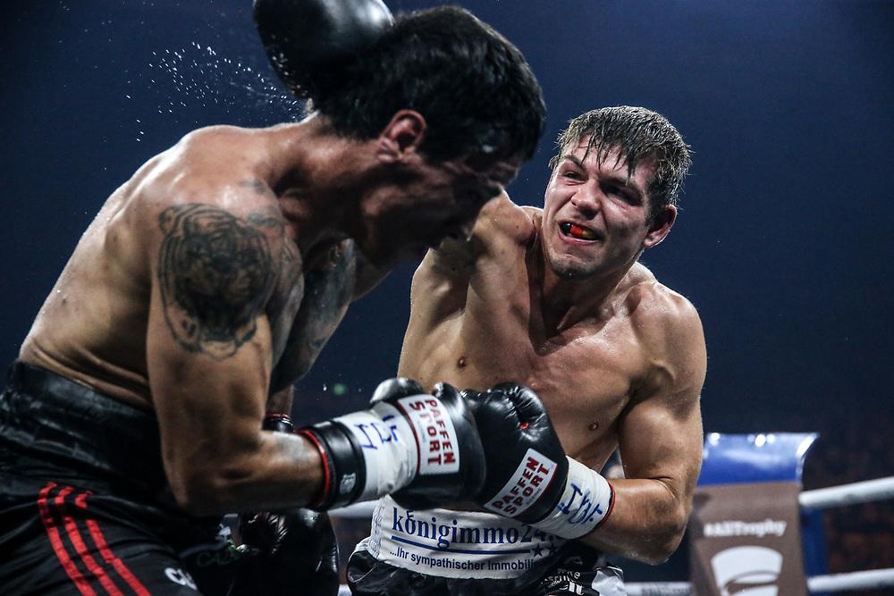 Boxen: World Boxing Super Series, Middleweight, Schwerin, 27.10.2017<br /> Vincent Feigenbutz (Germany, black/white) - Gaston Alejandro Vega (Argentina, black/red)<br /> © Torsten Helmke