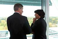 22 OCT 2003, BERLIN/GERMANY:<br /> Wolfgang Clement (L), SPD, Bundeswirtschaftsminister, und Ulla Schmidt (R), SPD, Bundesgesundheitsministerin, im Gespraech, vor Beginn einer Kabinettsitzung, Bundeskanzleramt<br /> IMAGE: 20031022-01-006<br /> KEYWORDS: Kabinett, Sitzung, Gespräch