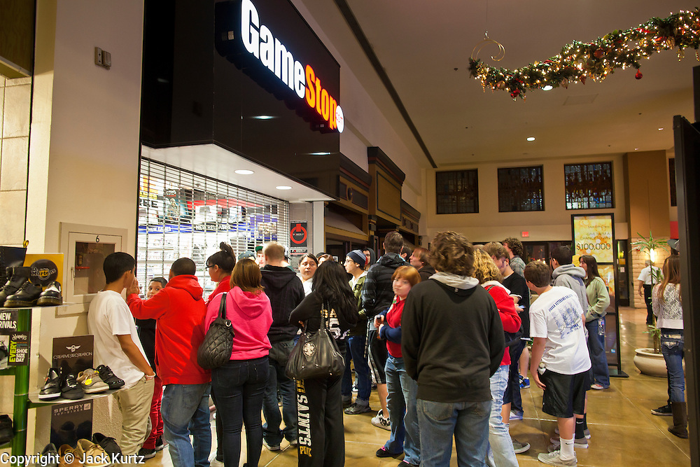 """24 NOVEMBER 2011 - PHOENIX, AZ:  The crowd in front of Game Stop at Paradise Valley Mall Thursday. """"Black Friday,"""" the unofficial start of the holiday shopping season started even earlier than normal. Many stores, including Target and Best Buy, opened at midnight.    Photo by Jack Kurtz"""