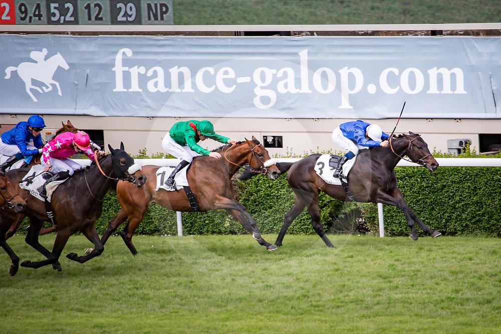 Cloth of Stars (M. Barzalona) beats Zarak (C.Soumillon) in Gr 1 Prix Ganay in Saint Cloud, France,  1 may 2017, photo Zuzanna Lupa