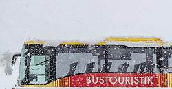 28.04.2017, Piesendorf, AUT, Wintereinbruch in Salzburg, im Bild ein Reisebus mit Schnee bedeckt // A touring coach covered with snow in Piesendorf, Austria on 2017/04/28. EXPA Pictures © 2017, PhotoCredit: EXPA/ JFK