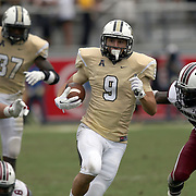 UCF Knights wide receiver J.J. Worton (9) runs during an NCAA football game between the South Carolina Gamecocks and the Central Florida Knights at Bright House Networks Stadium on Saturday, September 28, 2013 in Orlando, Florida. (AP Photo/Alex Menendez)