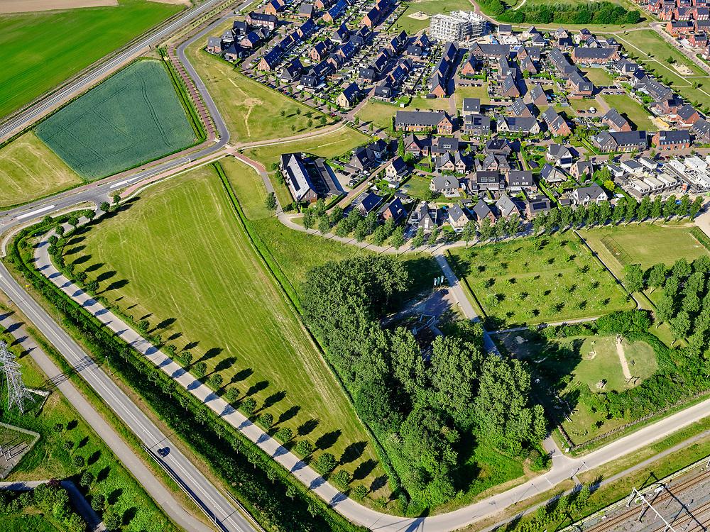 Nederland, Gelderland, Gemeente Zevenaar, 14–05-2020; Groot Holthuizen, nieuwe woonwijk in het oosten van Zevenaar. Autoluwe wijk. Speelbult en speeltuin.<br /> Groot Holthuizen, new residential area in the east of Zevenaar. Low-traffic neighborhood.<br /> luchtfoto (toeslag op standaard tarieven);<br /> aerial photo (additional fee required)<br /> copyright © 2020 foto/photo Siebe Swart