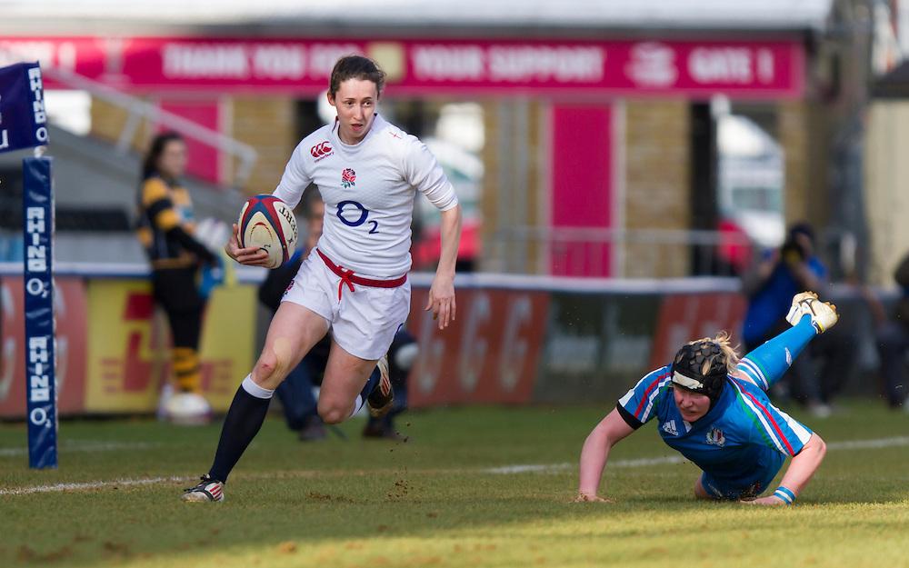 Ruth Laybourn makes a break up the wing, England Women v Italy Women in Women's 6 Nations Match at Twickenham Stoop, Twickenham, England, on 15th February 2015. Final score 39-7.