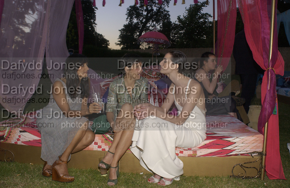 sharleen Spiteri and Erin O'connor, The  Summer party, hosted by the Serpentine Gallery and Robert Cavalli, 16 June 2004. 16 June 2004. SUPPLIED FOR ONE-TIME USE ONLY> DO NOT ARCHIVE. © Copyright Photograph by Dafydd Jones 66 Stockwell Park Rd. London SW9 0DA Tel 020 7733 0108 www.dafjones.com