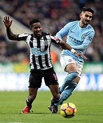 Newcastle United's Rolando Aarons (left) and Manchester City's Ilkay Gundogan (right) battle for the ball during the Premier League match at St James' Park, Newcastle.