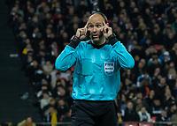 Football - 2018 / 2019 UEFA Champions League - Round of Sixteen, First Leg: Tottenham Hotspur vs. Borussia Dortmund<br /> <br /> Referee Antonio Mateu Lahoz (ESP) tells Jan Vertonghen (Tottenham FC)  to think at Wembley Stadium.<br /> <br /> COLORSPORT/DANIEL BEARHAM