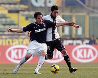 """Cristian ledesma (Lazio) e Luis Jmenez (Parma).<br /> Parma, 31/01/2010 Stadio """"Tardini""""<br /> Parma-Inter rinviata per neve.<br /> Campionato Italiano Serie A 2009/2010<br /> Foto Nicolò Zangirolami Insidefoto"""
