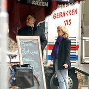 NLD/Laren/20060325 - Els Rietman en partner Mario van der Ende, boodschappen